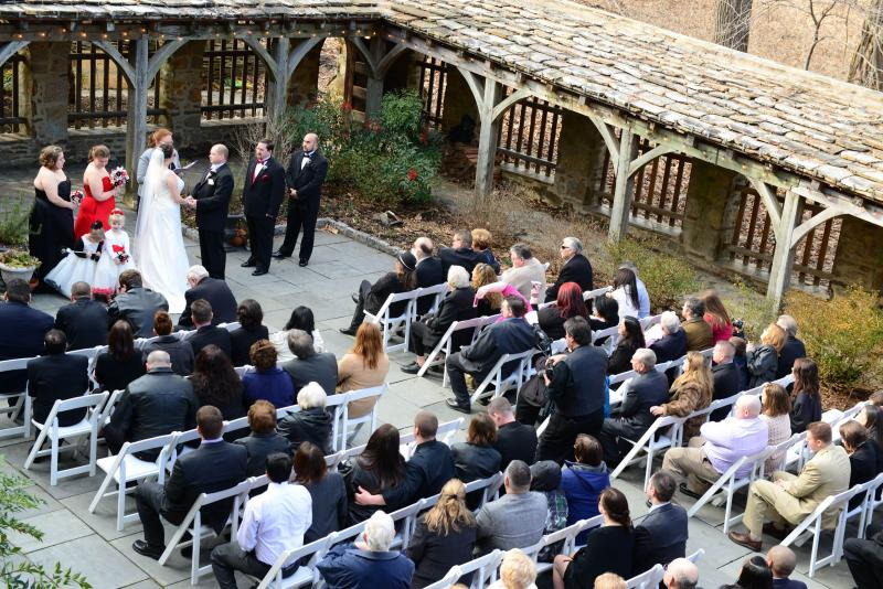 http://cloisterscastle.com/wedding%20ceremony